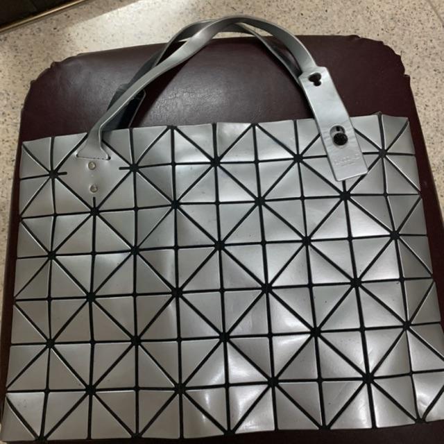 กระเป๋า bao bao ของแท้ มือสอง สนใจติดต่อ ID line: hangball