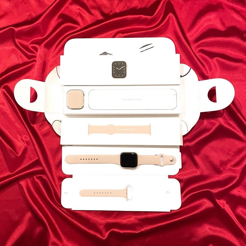 Apple Watch Series 5 GPS 44mm Gold Aluminum Case / Pink Sand Sport Band (มือสอง)