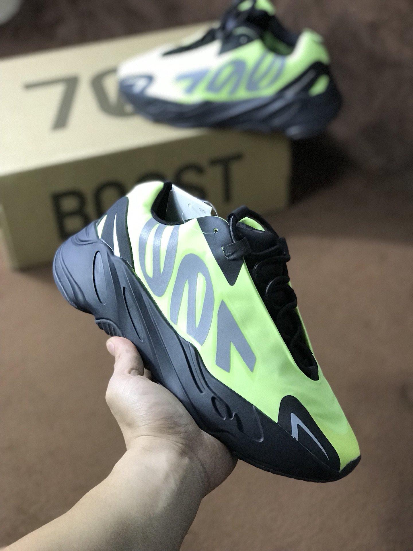 ของแท้ 100% Adidas Yeezy Boost 700V3-2 รองเท้าลำลองรองเท้าผู้หญิงรองเท้าวิ่งรองเท้าบาสเก็ตบอลรองเท้ากีฬา
