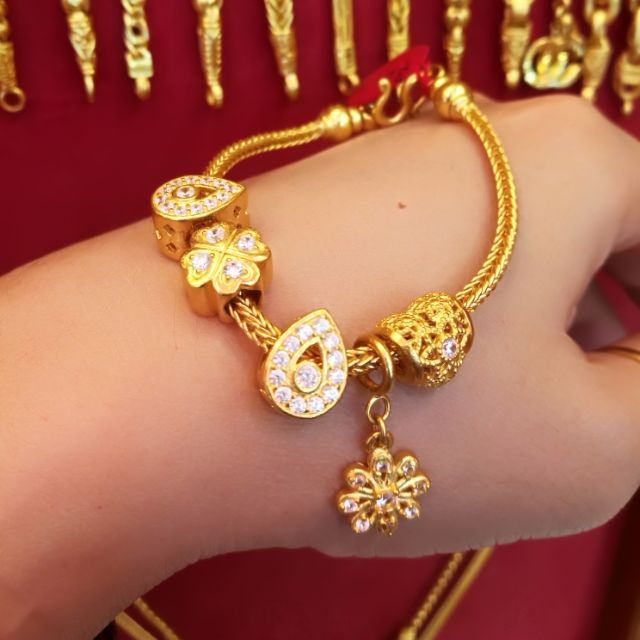 สร้อยมือทองแท้ 96.5% น้ำหนักทอง 2 บาท   ความยาว 15.5 cm. ราคา 58,700 บาท