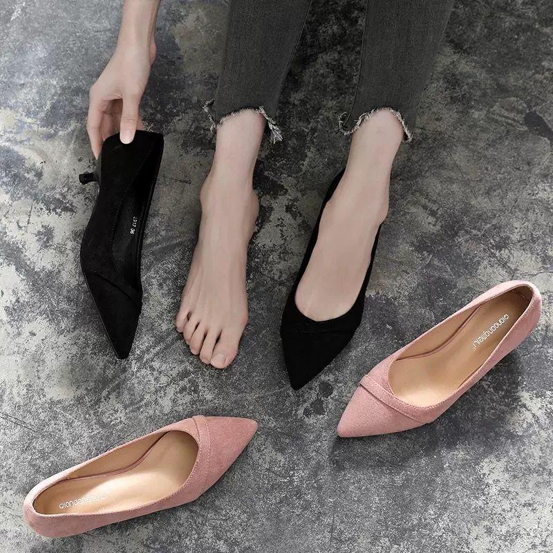 รองเท้าคัชชูหัวแหลม สีดำ3cmขนาดเล็กที่มีรองเท้าส้นสูงหญิงชุดมืออาชีพ2019ใหม่ป่าสีชมพูดีกับชี้รองเท้ารองเท้ารองเท้าส้นเตี