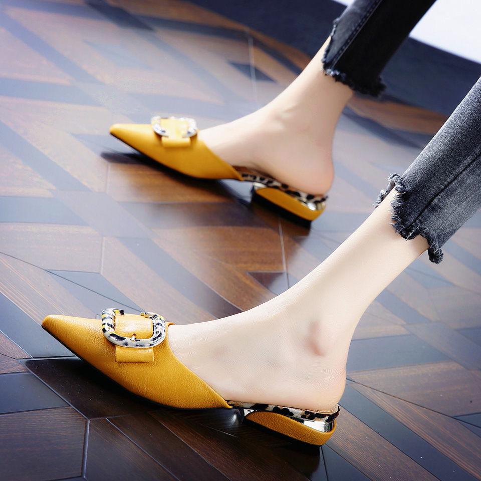 รองเท้าคัชชูหัวแหลมส้นหนาใส่สบายสีเข้ากับรองเท้าส้นเตี้ยผู้หญิงครึ่งรองเท้าแตะ
