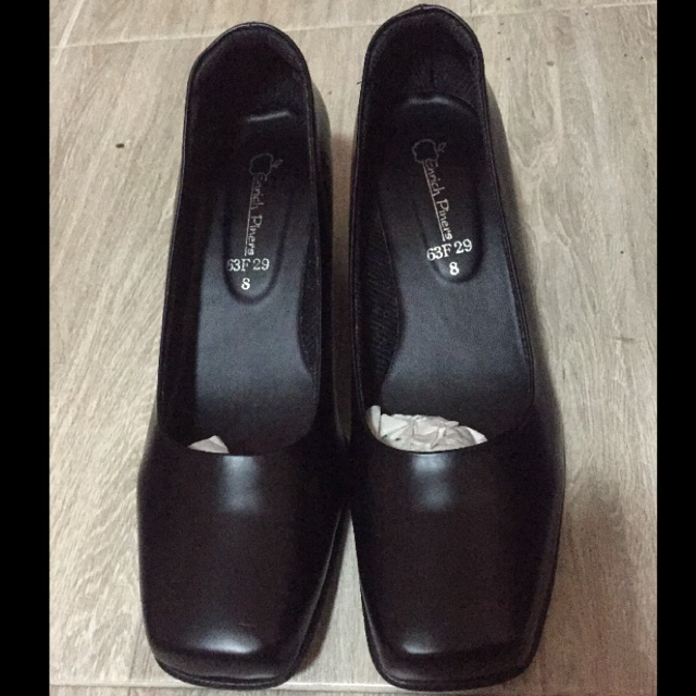 รองเท้าคัชชูสีดำส้นเตี้ย