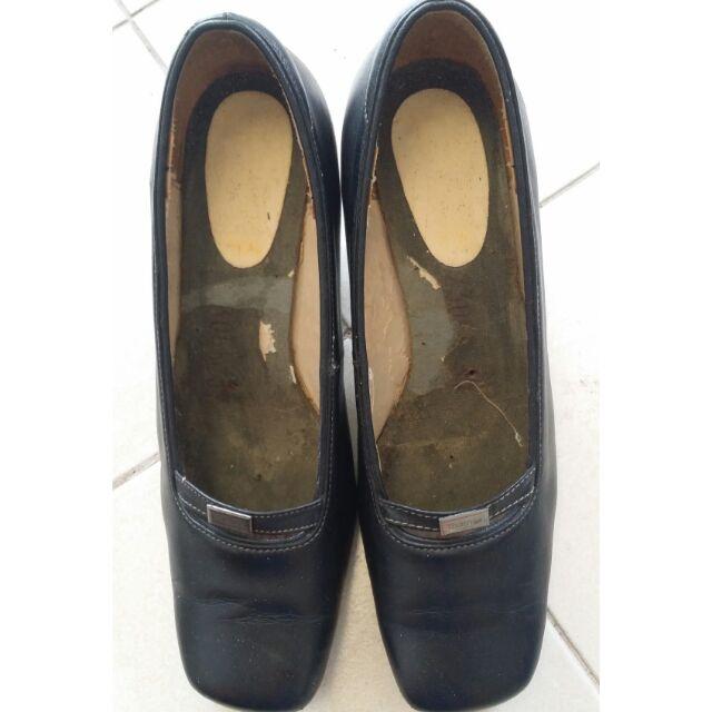 รองเท้าคัชชู สีดำ ยี่ห้อ Thames