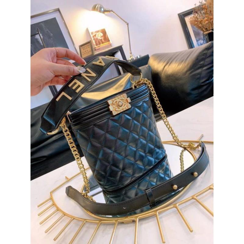 Chanel Bag กระเป๋าทรงถังขนาดกลาง วัสดุหนังแกะ ทนทาน น้ำหนักเบา Logo Chanel