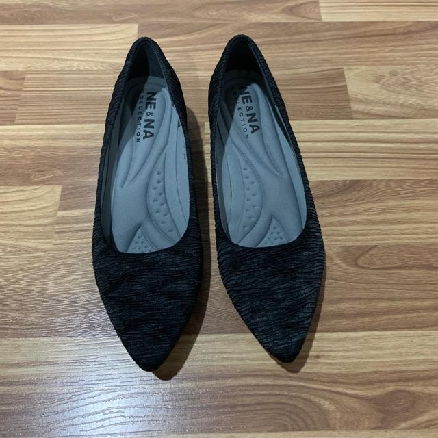 รองเท้าคัชชูมือสองสีดำ