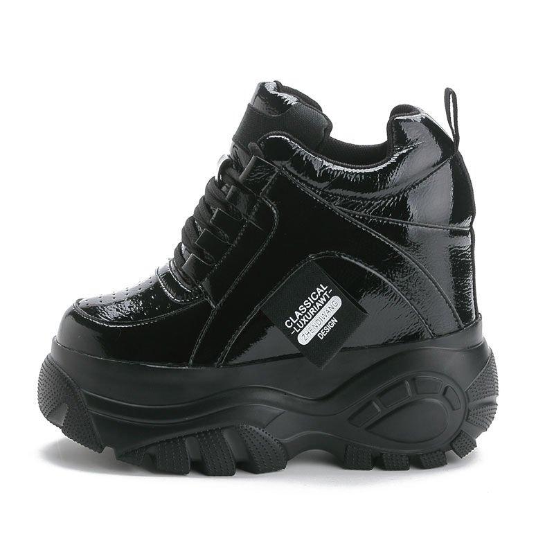 รองเท้าคัชชูส้นเตารีด เจิ้นวัง2020ฤดูใบไม้ผลิใหม่รองเท้าส้นสูงลิ่มรองเท้าลำลองเพิ่มขึ้นรองเท้าเดียวหนาsoledฟองน้ำรองเท้า