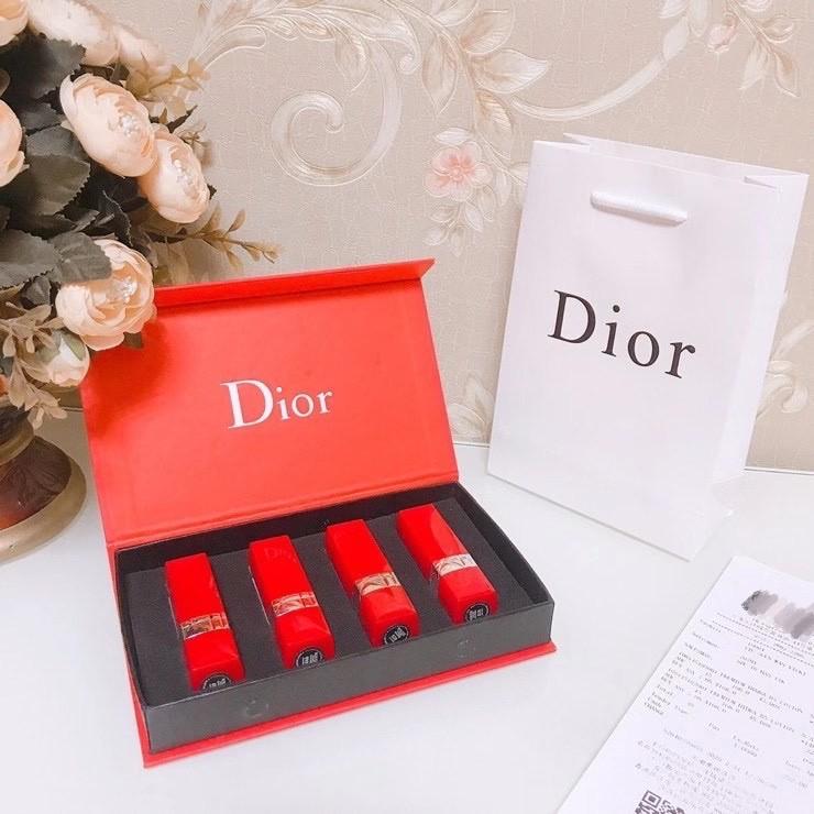 ลิปสติก Dior เซ็ตสี่ชิ้น # 999 # 888 # 520 # 777 Dior lipstick four-piece set #999 #888 #520 #777