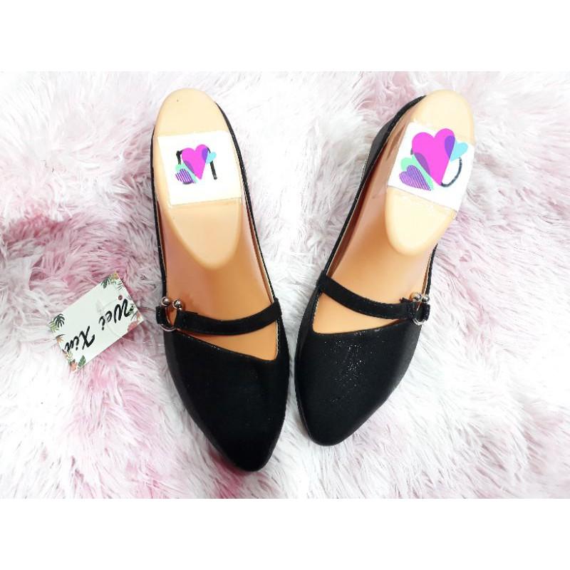 รองเท้าคัชชูผู้หญิง สินค้ามีหลายรุ่นเข้ามาดูคะ