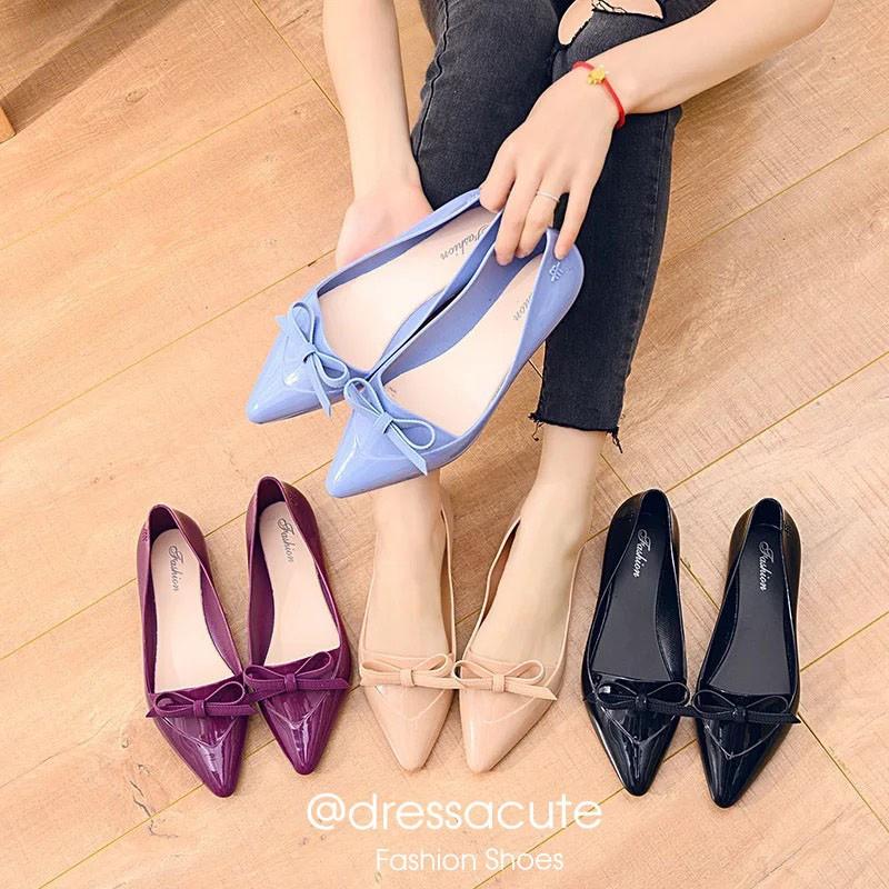 รองเท้าผู้หญิง [No.3588] dressacute รองเท้าคัชชูยาง เบาใส่สบาย รองเท้าหัวแหลม แต่งโบว์