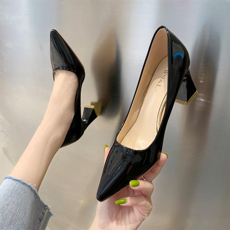 รองเท้าคัชชูหัวแหลมหญิงรุ่นเกาหลีป่าปากตื้นรองเท้าส้นสูงสีเงินหญิงส้นหนาสีดำรองเท้ามืออาชีพ