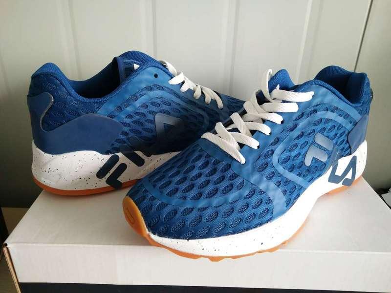 FILA  รองเท้ากีฬารองเท้าผู้ชายและผู้หญิงรองเท้าวิ่งรองเท้าลำลอง as0275