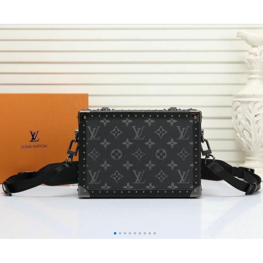 จุดใหม่ล่าสุดยิงจริง LV Louis Vuitton กระเป๋าเดินทางใบเล็ก V บ้านกล่องดีไซน์คลาสสิกย้อนยุคพร้อมความน่ารักเล็กน้อย 44188M