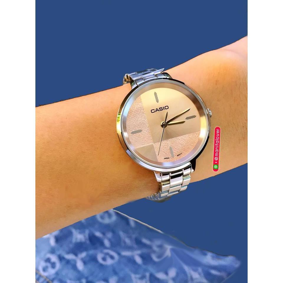 นาฬิกาหญิง Casio หน้าปัดกลม สายสแตนเลส สีเงิน