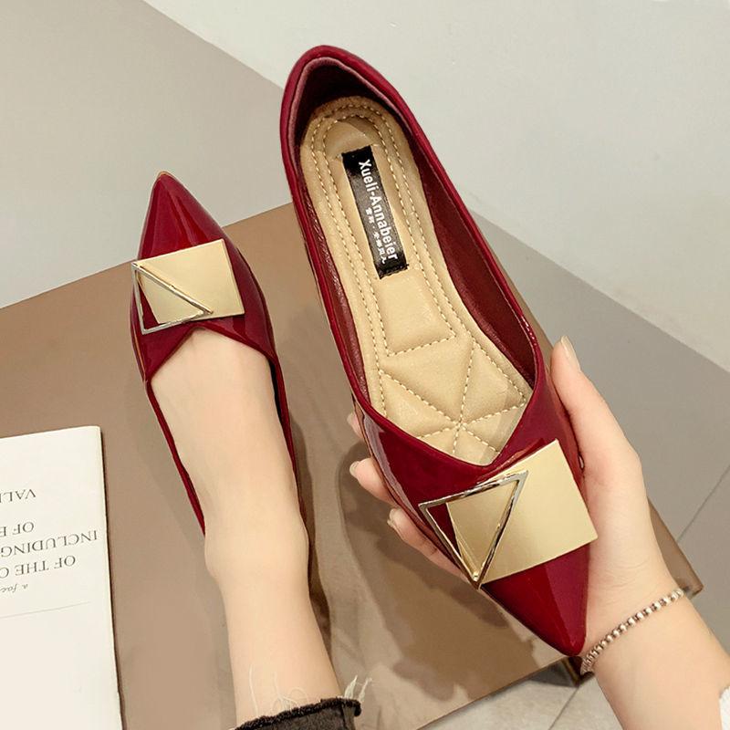 รองเท้าคัชชูหัวแหลมของผู้หญิงรองเท้าส้นแบนปากตื้นแบบใหม่ทุกแบบ