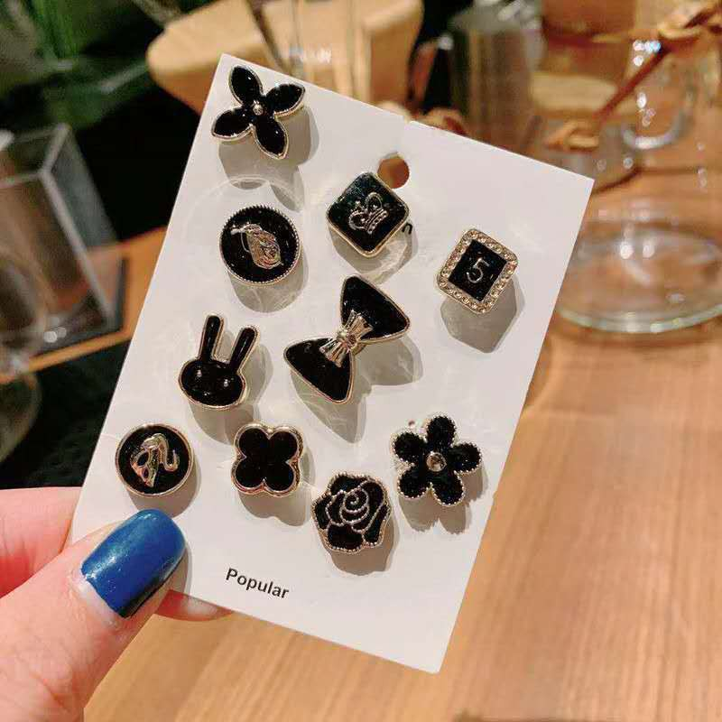1pc_เข็มกลัดโลหะผสมสีดำรูปแบบต่างๆสามารถปรับขอบเสื้อผู้หญิงตอนหน้าอกได้.