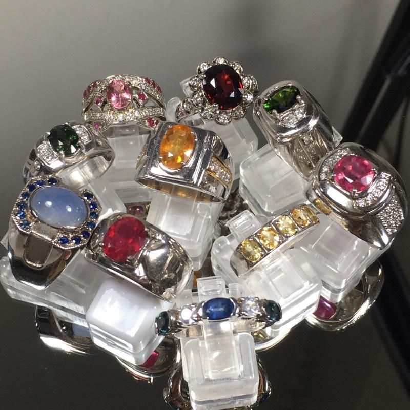 แหวนพลอย แท้ ตัวเรือนเงิน 92.5 ชุปทองคำขาว ราคาพิเศษ 1,600 บาท ( คละแบบ )
