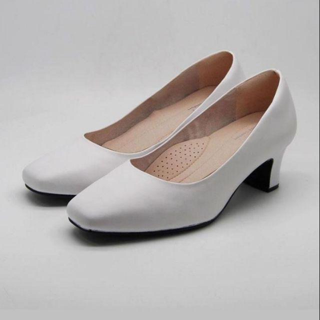 รองเท้าคัชชูสีขาว SOFIT