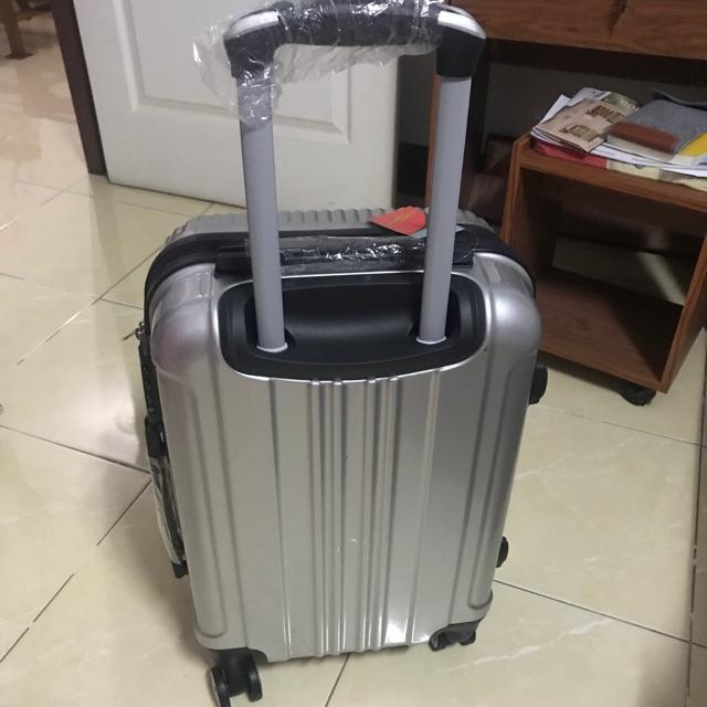 กระเป๋าเดินทาง 20 นิ้ว ล้อลาก 4 ล้อ