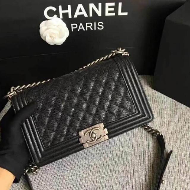 """การซื้อของแท้】CHANEL LE BOY CAVIAR CALFSKIN WITH BRUSHED SILVER HARDWARE 10"""" ORIGINAL กระเป๋าสะพาย ชาแนล บอย"""