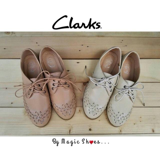  Clarks   รองเท้าคัชชูทรง Oxfort งานสวยๆจาก clarks งานหนังPu เย็บเข้ารูปเป็นทรง