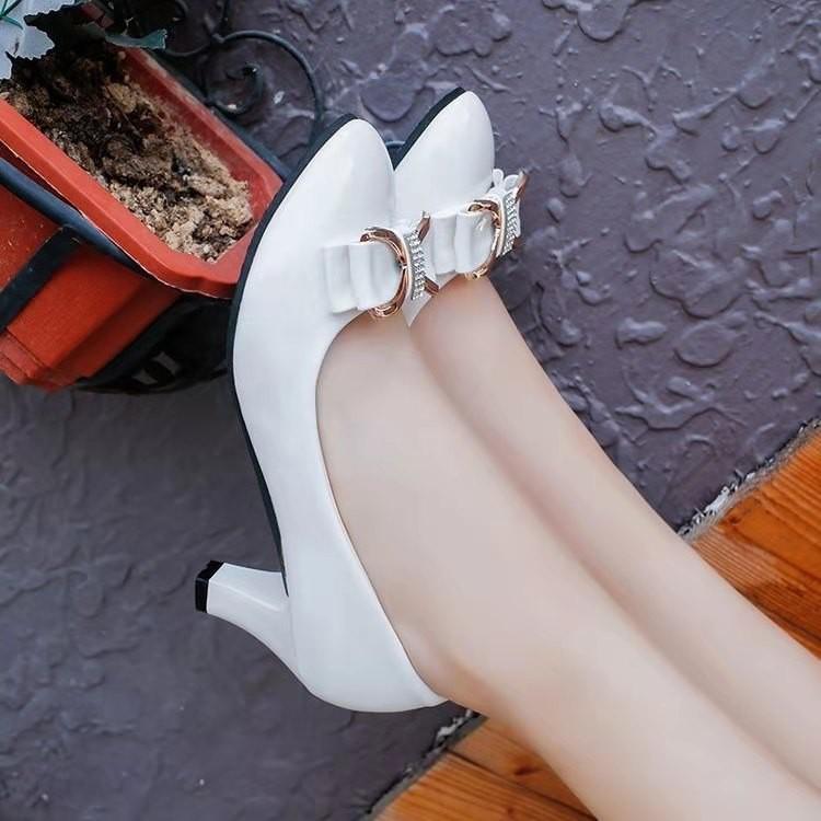 รองเท้าคัชชูส้นสูงสีดำและสีขาวสำหรับผู้หญิง doJOab