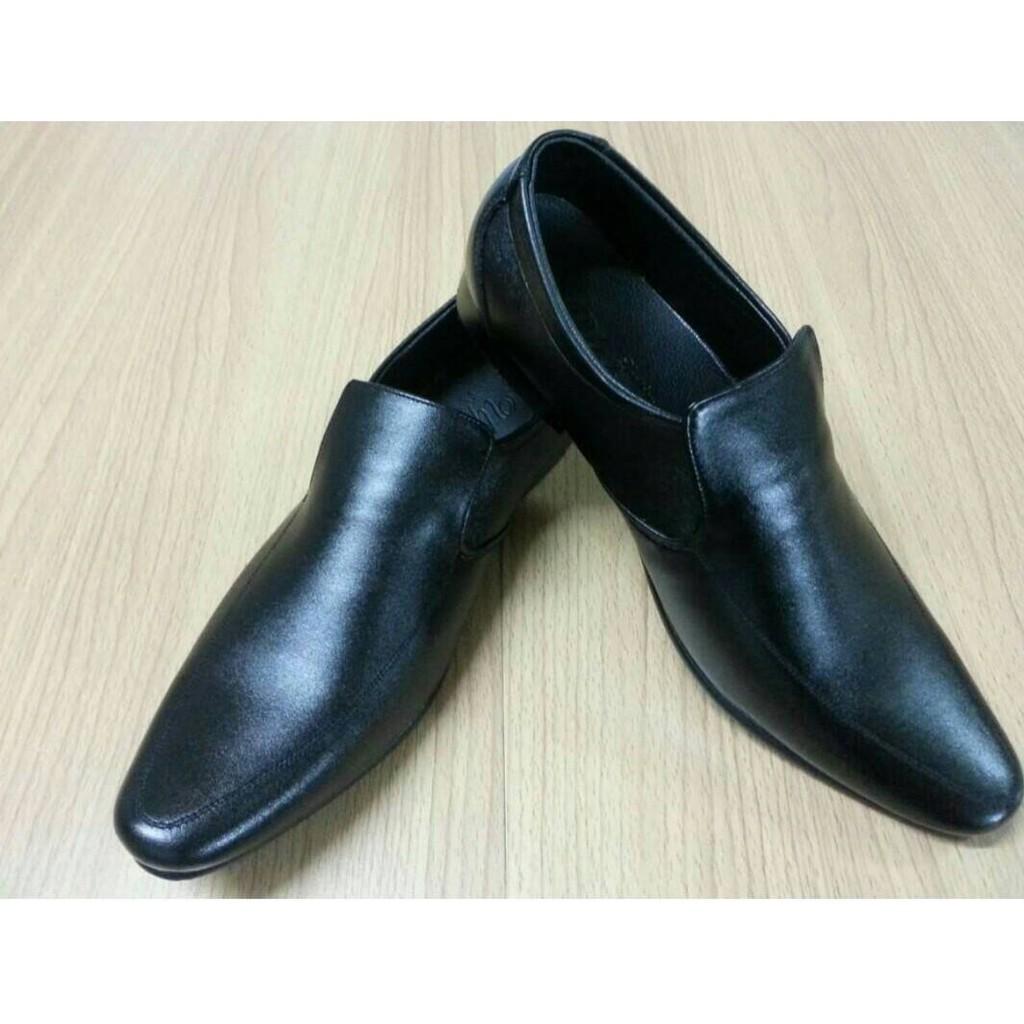 รองเท้าคัชชูผู้ชาย สีดำ หัวแหลม