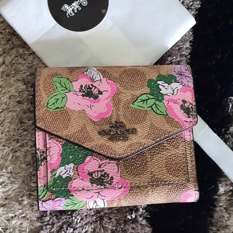 (ผ่อน0%) กระเป๋าสตางค์ ใบสั้น ลายซี รูปดอกไม้ งานshop Coach Small Wallet In Signature Canvas With Blossom Print 89614