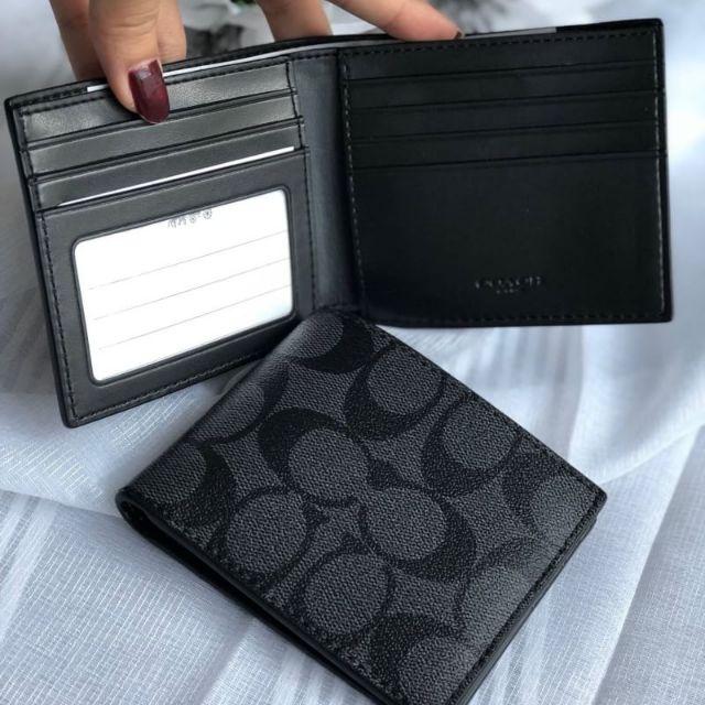 กระเป๋าสตางค์ใบสั้น สีดำลายซี COMPACT ID WALLET IN SIGNATURE (COACH #F74993) BLACK