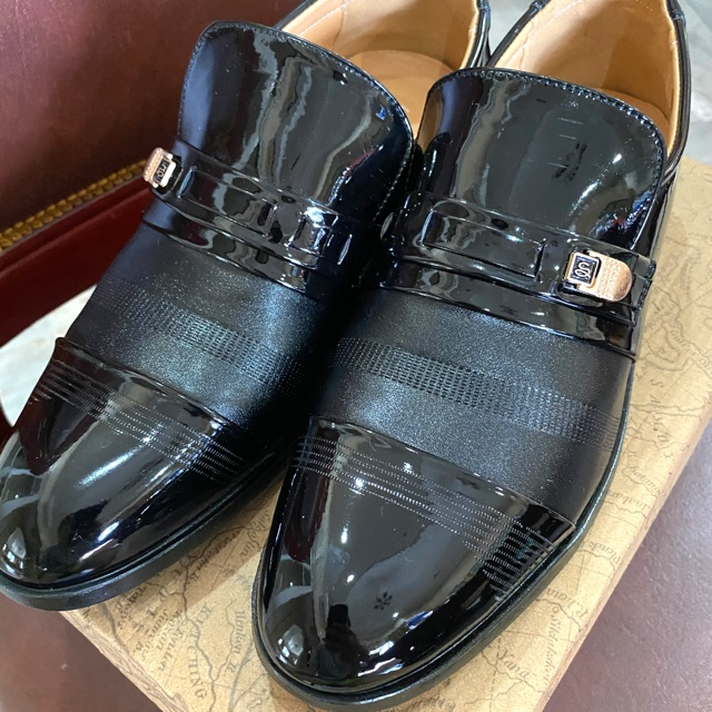 รองเท้าคัชชูผู้ชายไซส์ 42