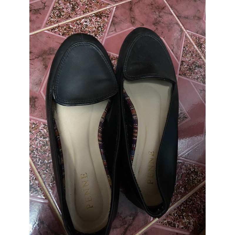 รองเท้าคัชชูสีดำไม่มีส้น