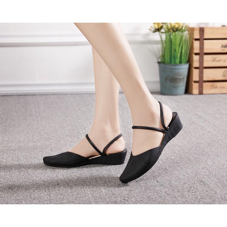 รองเท้าส้นแบนผู้หญิงพร้อมส่ง8304 หัวแหลมรัดข้อรองเท้าคัชชูหัวแหลม ส้นเตี้ย แต่งสายรัดข้อ