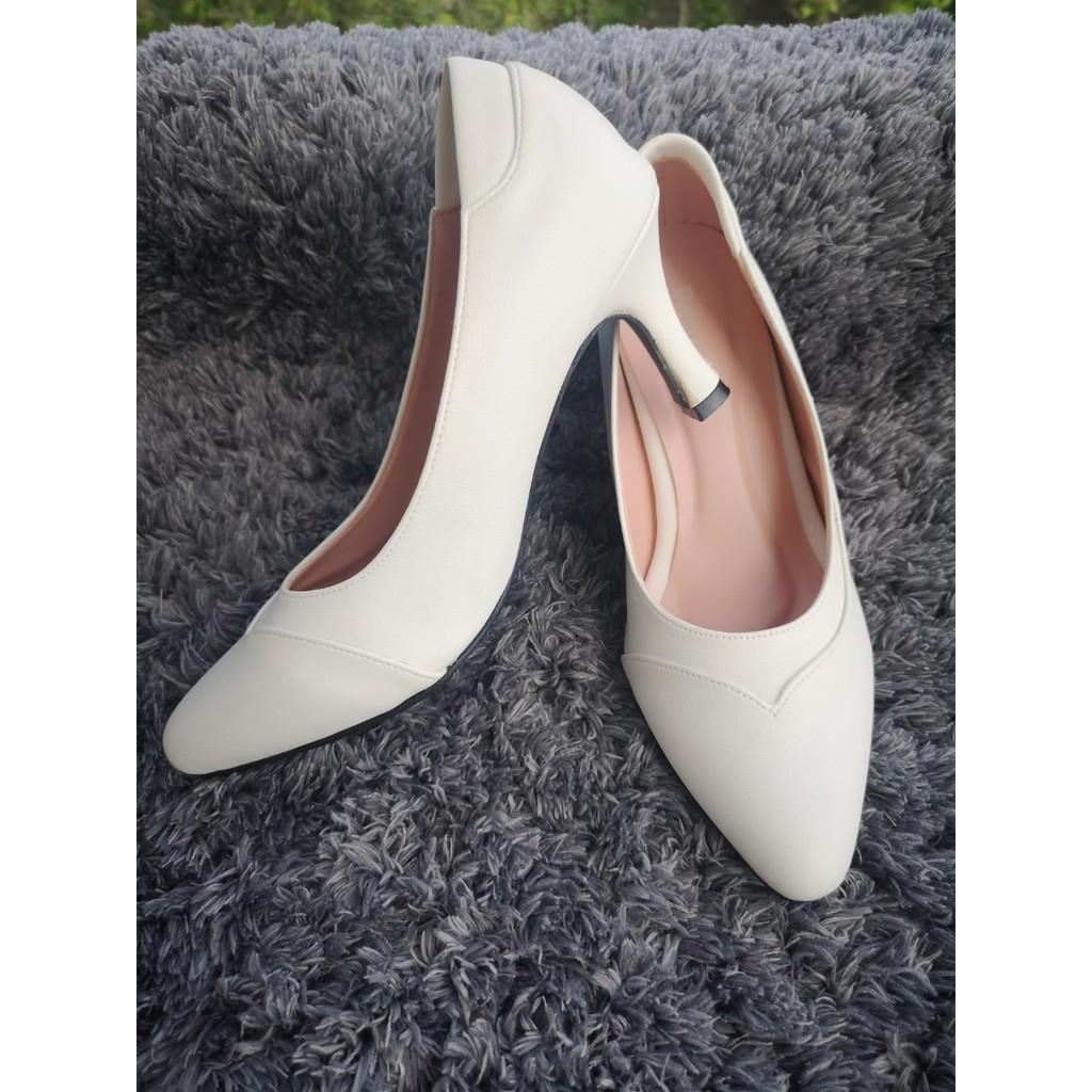รองเท้าคัชชูสีขาวส้นสูง 3 นิ้ว รหัส 33016