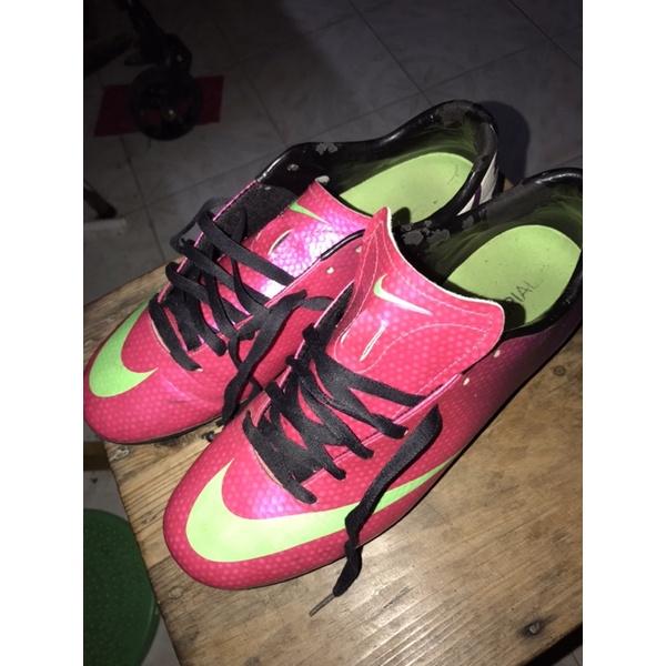 รองเท้าฟุตบอล Nike Mercurial มือสอง