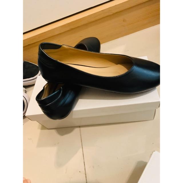 รองเท้าคัชชูสีดำหนัง