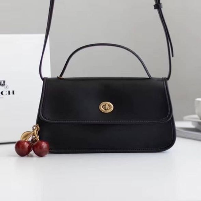 กระเป๋าสะพายข้าง Coach  Auth Coach 1941 Turnlock Clutch Crossbody Bag DETAILS