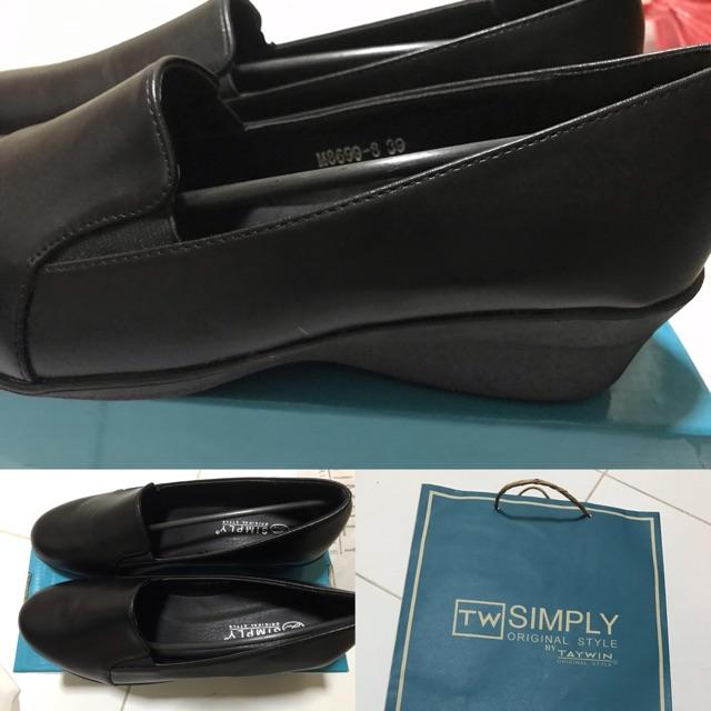 รองเท้าคัชชู tw simply