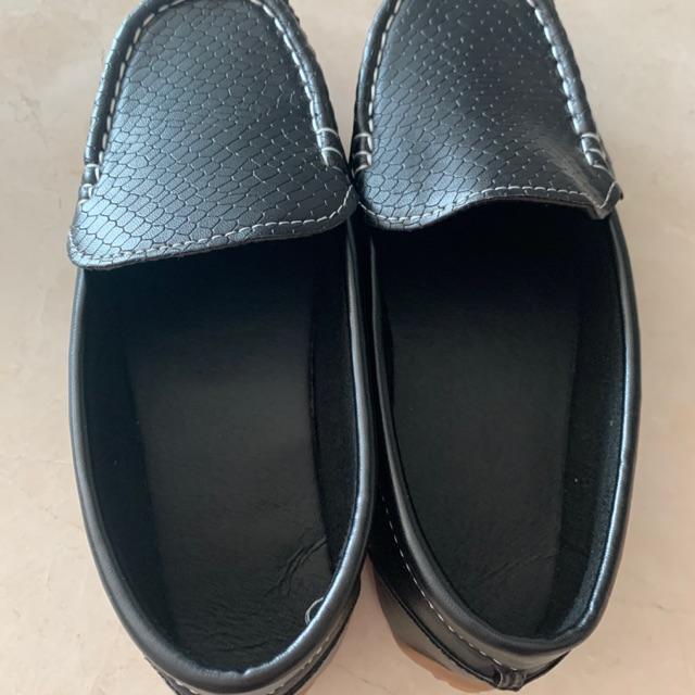 รองเท้าคัชชู  รองเท้าเด็กชาย ของใหม่