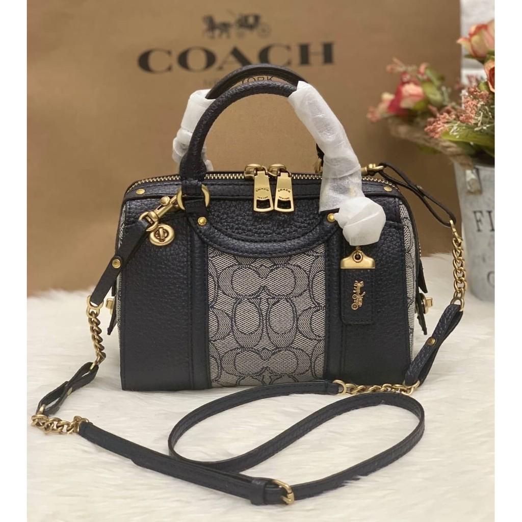 ✨กระเป๋าสะพายข้าง Coach แท้💯 (พร้อมส่ง) ส่งฟรี COACH LARK BAG 19 IN SIGNATURE JACQUARD