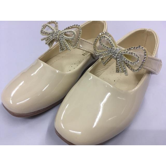 👸รองเท้าคัชชูเด็กผู้หญิง รองเท้าออกงานเด็กผู้หญิง  สีขาว สีเบจ ไซส์ 26-30