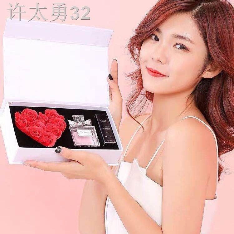 ของแท้ Dior Yafei Huayang Miss Sweetheart Lady Perfume Lasting Light Fragrance Student 999 Lipstick Gift Box