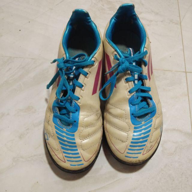 รองเท้าฟุตบอลเด็ก adidas มือสอง