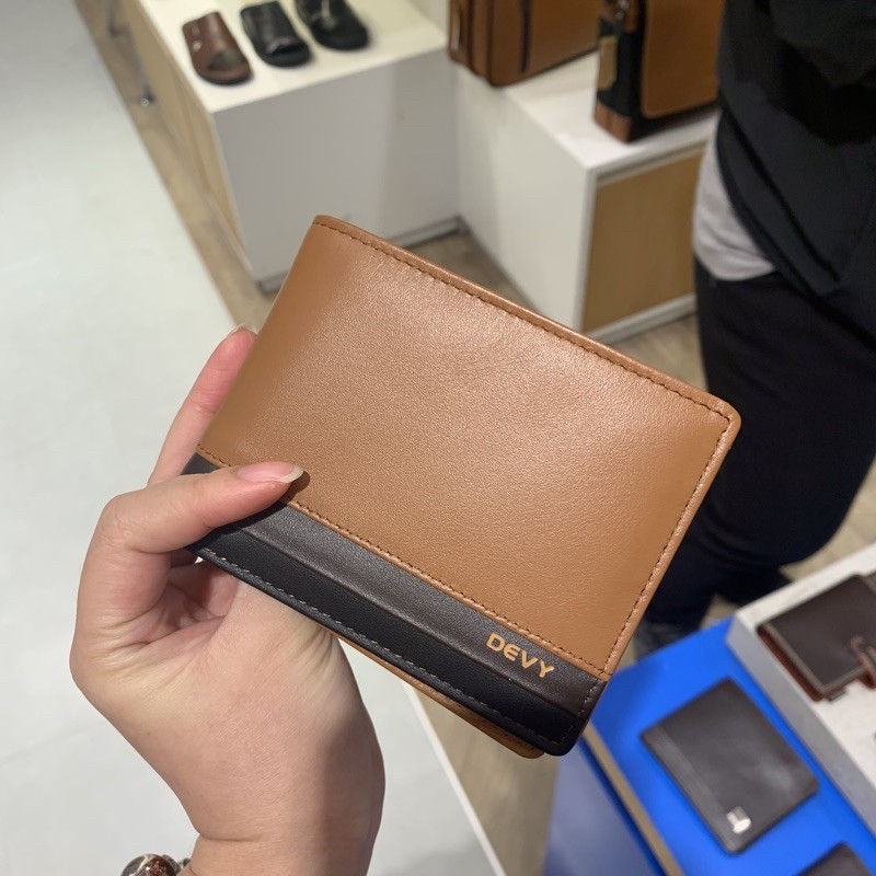 กระเป๋าสตางค์ผู้ชาย Devy 100% รุ่น833 สองพับ ใส่แบ้งค์ 3 ช่อง จุได้เยอะมาก ของแท้💯💯จากช็อป มีกล่องและถุงให้ค่ะ