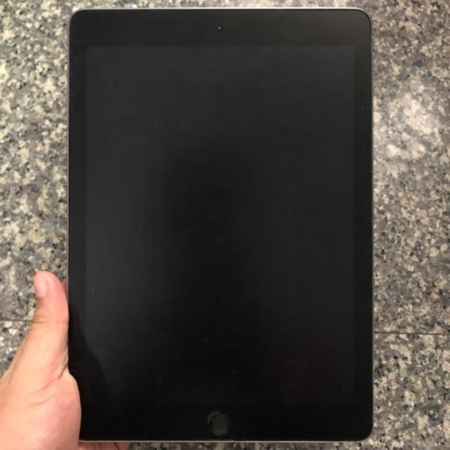 Ipad(gen6) 32gb Wifi 2018 9.7 inch อุปกรณ์ครบทุกอย่าง แถมเคสด้วยคับ