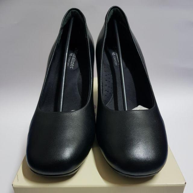 รองเท้าคัชชูสีดำ Naturalizer