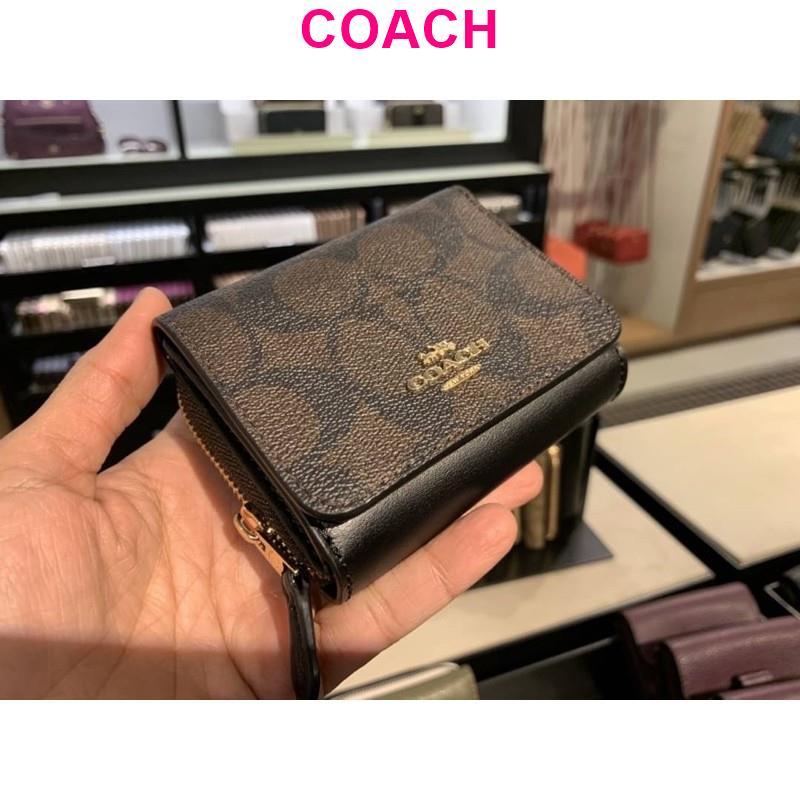 พร้อมส่ง แท้ 🇺🇸💯% New Coach กระเป๋าสตางค์ ใบสั้น SMALL TRIFOLD WALLET IN SIGNATURE CANVAS (COACH 7331) IM/BROWN BLACK
