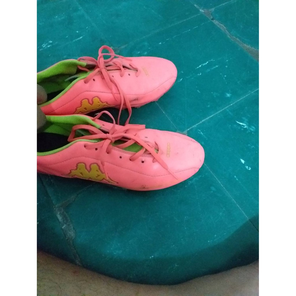 รองเท้าฟุตบอลมือสอง