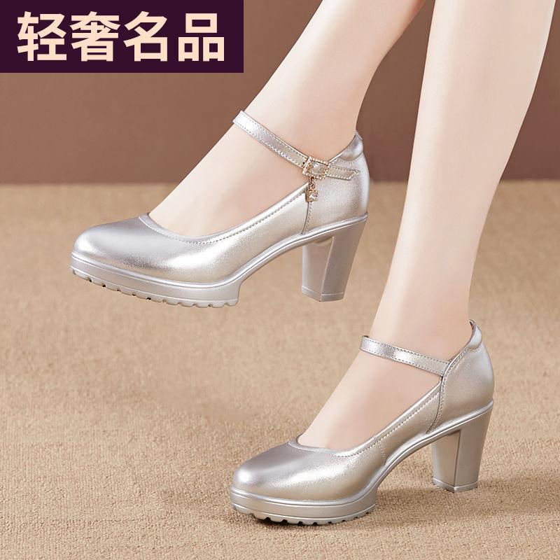 คัชชูส้นเตารีด 【หนังเต็มภายนอก】รองเท้าแคทวอล์สีขาวหญิงหนากับแพลตฟอร์มกันน้ำรองเท้าส้นสูงรองเท้าผู้หญิงรองเท้าแม่ด้านล่าง