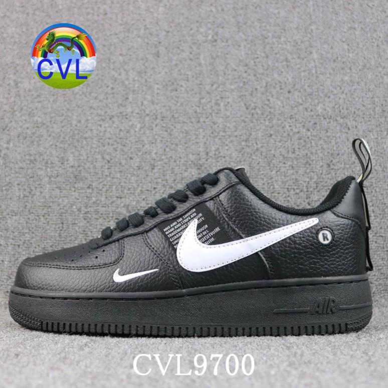 【 CVL 9700 】Nike Air Force 1 07 LV8 UTILITY โครงสร้างการสร้างที่เรียบง่ายรุ่น AF1 ชื่อสามัญสีดำรองเท้าสำหรับผู้ชายและผู้หญิง AJ7747-001