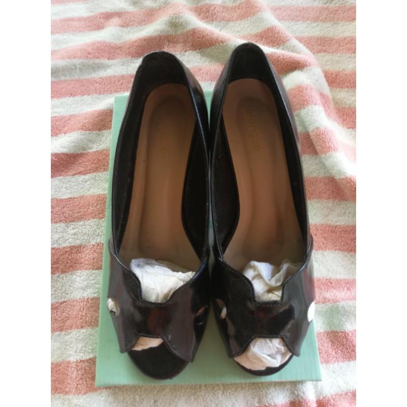 รองเท้าคัชชูสีดำ หนังแก้ว